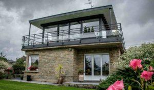 Véranda extension en aluminium noir sur toit terrasse