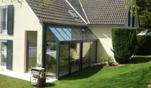 Petite véranda en aluminium pour extension salon