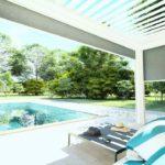 Pergola bioclimatique en aluminium Rénoval avec capteur vent et soleil intégrés