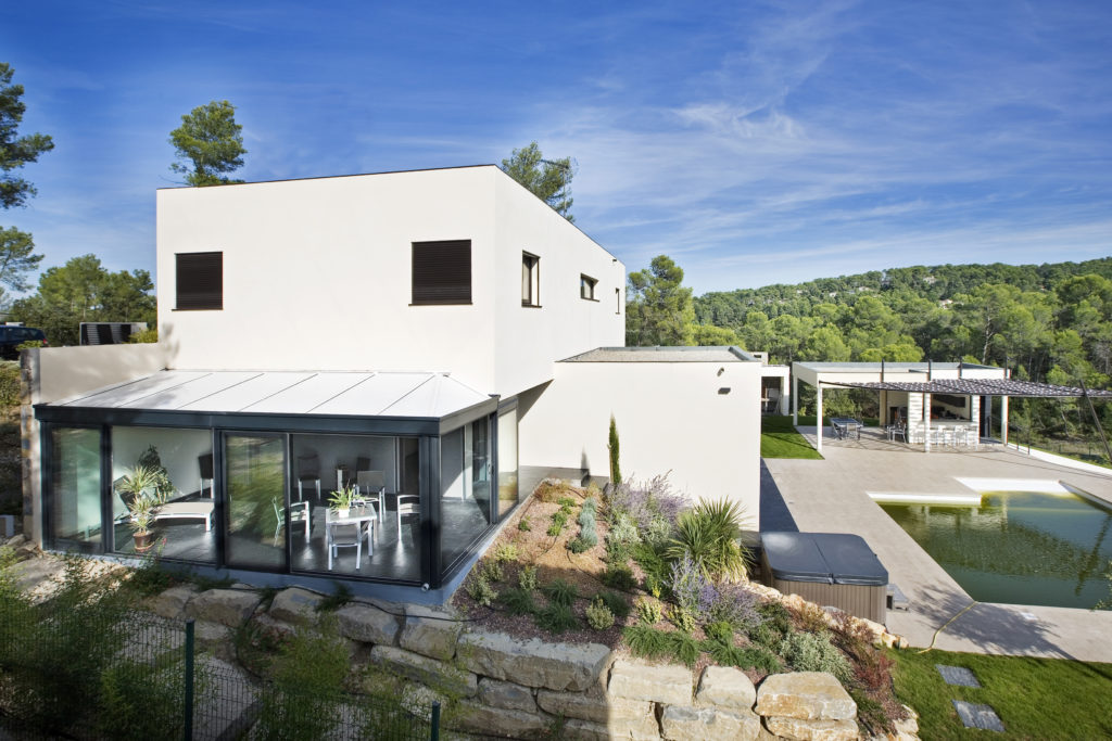 Véranda Rénoval style Design pour maison contemporaine