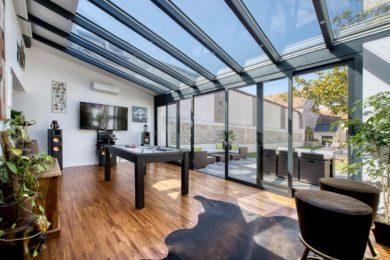Véranda extension en aluminium Rénoval pour pièce d'agrément et loisir